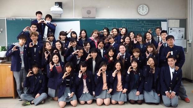 Nam sinh ở các nước mặc gì đi học: Nơi quy định mặc quốc phục khi mới vào lớp 1, nơi yêu cầu diện váy đến trường - Ảnh 16.