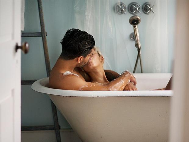 Khi yêu đừng để đàn ông thực hiện 3 hành động này vì nó có thể khiến bạn mắc bệnh phụ khoa hoặc bệnh tình dục - Ảnh 2.