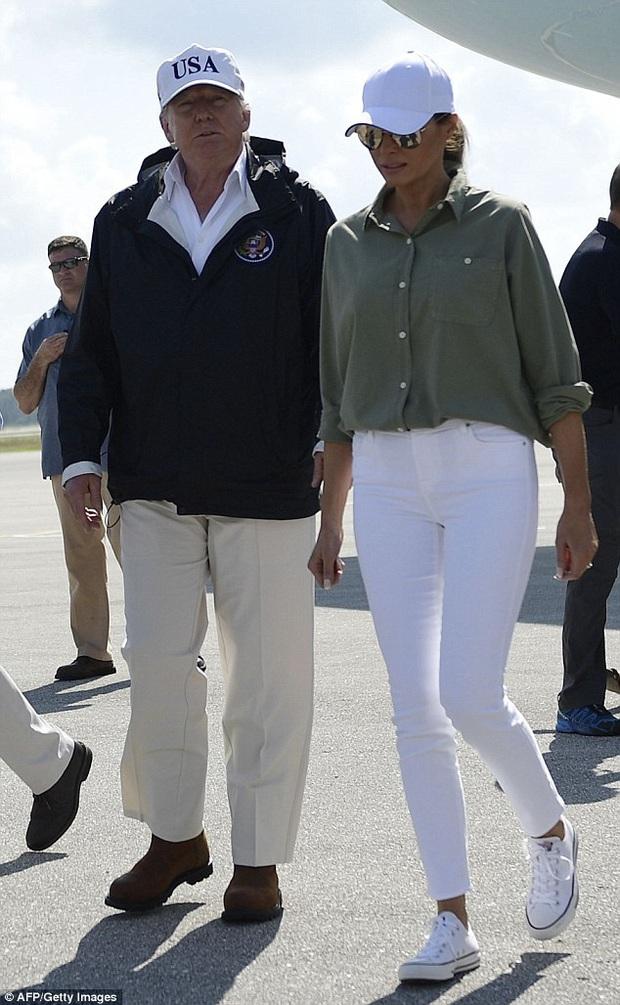 Suốt 4 năm chồng đắc cử Tổng thống Mỹ, cũng có vài lần bà Melania Trump diện đồ bình dân, nhưng bão tố vẫn cứ ập đến bất kỳ lúc nào - Ảnh 5.