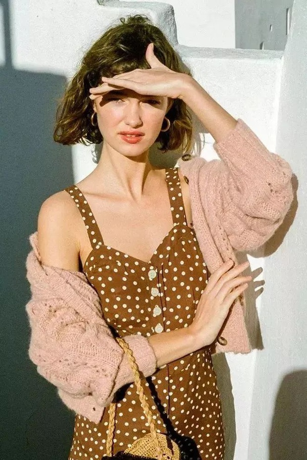 Nhìn hội gái Pháp ra ngay 3 cách diện áo cardigan mỏng xinh ngất mà cũng sành điệu ghê gớm - Ảnh 9.