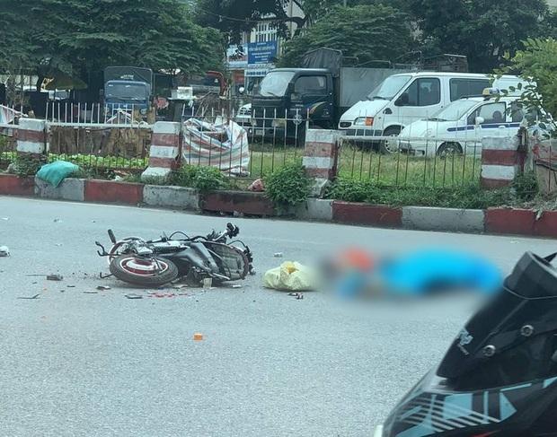 Hà Nội: Sau va chạm khiến người phụ nữ đi xe đạp điện tử vong, xe tải bỏ chạy khỏi hiện trường - Ảnh 2.