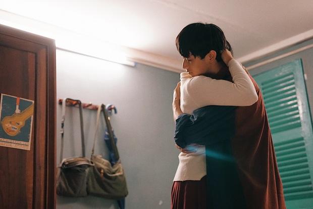 Sài Gòn Trong Cơn Mưa: Thước phim non trẻ nhưng đầy cảm xúc dành cho những kẻ khờ mộng mơ của phương Nam - Ảnh 7.