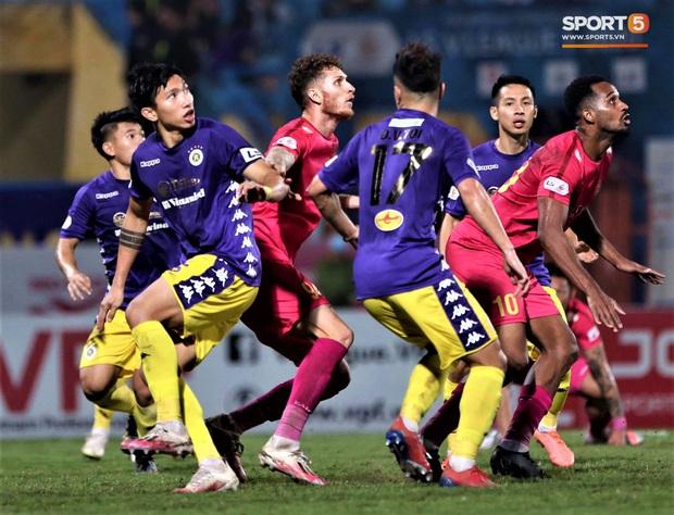 Trở lại sau chấn thương, Đoàn Văn Hậu mắc lỗi trong cả 2 bàn thua của Hà Nội FC - Ảnh 5.