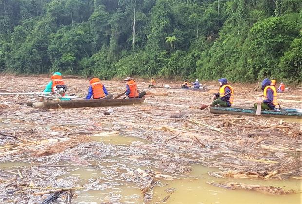 Thêm 1 thi thể trong vụ lở núi ở Trà Leng được tìm thấy ở bờ sông cách hiện trường 2km - Ảnh 1.