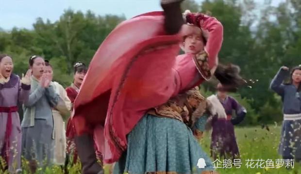 Yến Vân Đài lộ rõ mặt người đóng thế Đường Yên ở cảnh vật nhau, hậu quả từ việc để mẹ bầu đóng phim là đây? - Ảnh 2.