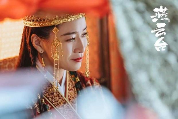 Cô dâu Xa Thi Mạn vừa đội nón ngày cưới ở Yến Vân Đài đã bị ví như mượn mũ Đường Tăng - Ảnh 8.