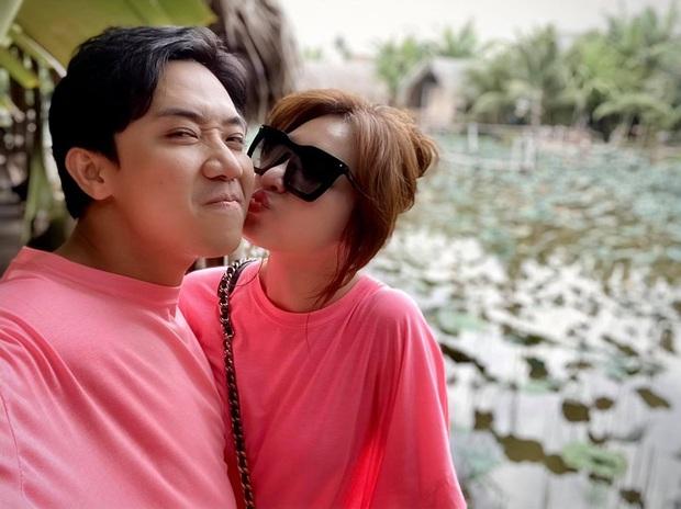 Chia sẻ về bệnh ung thư đang gây xôn xao, Hari Won đăng ảnh bên Trấn Thành kèm status đầy xúc động: Mình vẫn còn yêu nhau - Ảnh 3.