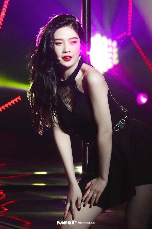 """7 nữ idol hiếm hoi """"cân"""" cả sexy và cute: Joy - Sana nổi như cồn nhờ thay đổi 180 độ, bí quyết của Jennie (BLACKPINK) là gì? - Ảnh 6."""