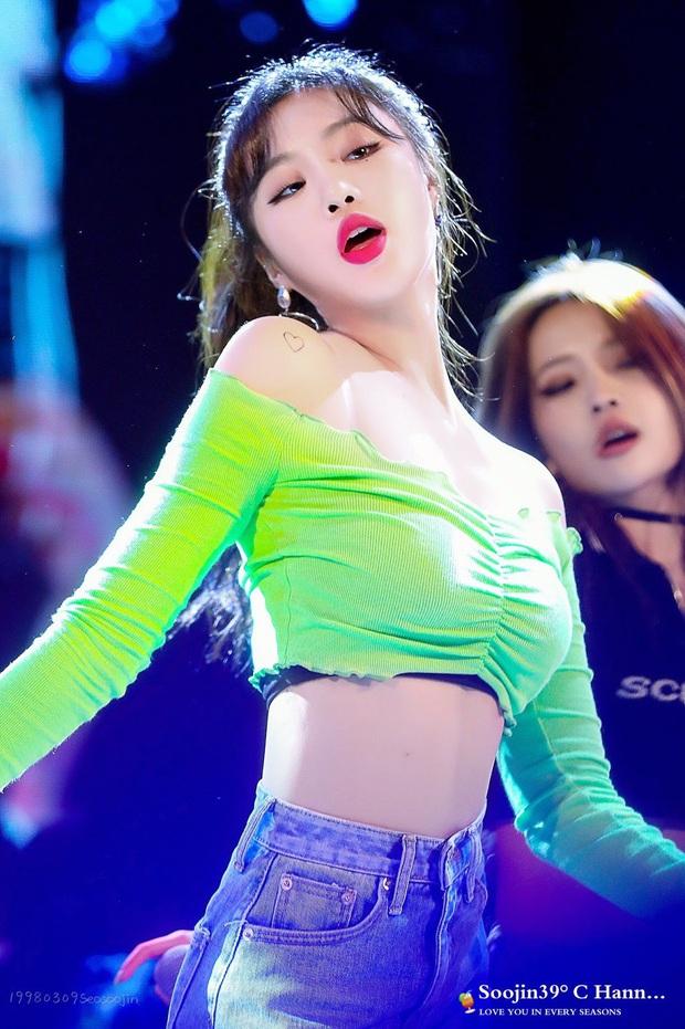 """7 nữ idol hiếm hoi """"cân"""" cả sexy và cute: Joy - Sana nổi như cồn nhờ thay đổi 180 độ, bí quyết của Jennie (BLACKPINK) là gì? - Ảnh 13."""