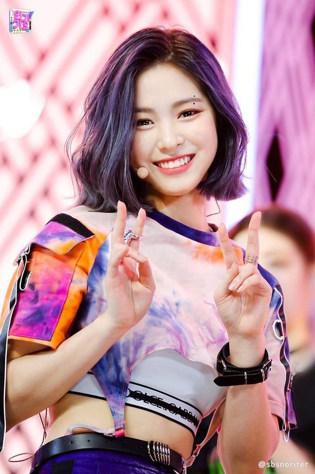 """7 nữ idol hiếm hoi """"cân"""" cả sexy và cute: Joy - Sana nổi như cồn nhờ thay đổi 180 độ, bí quyết của Jennie (BLACKPINK) là gì? - Ảnh 15."""