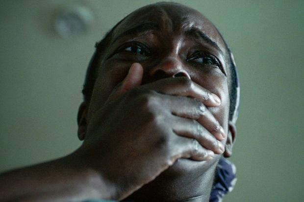 Rợn mình với phim kinh dị về dân nhập cư: Quỷ dữ hiện hình từ nỗi đau thực tại, câu chuyện về cái nghèo đáng xem nhất sau Ròm - Ảnh 4.