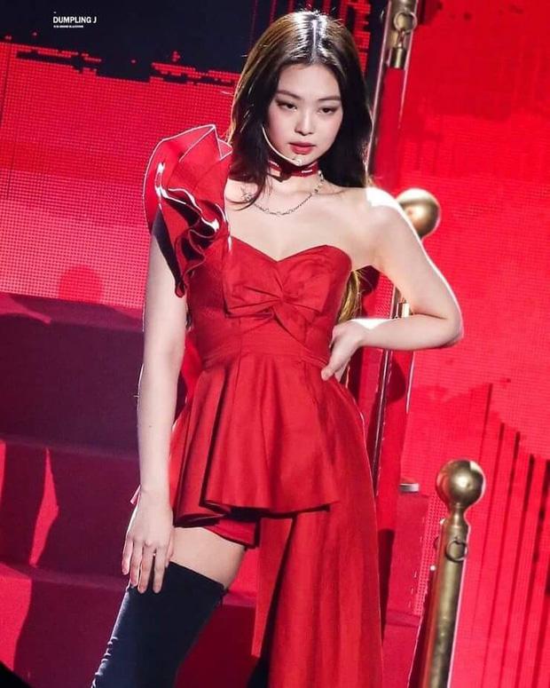 """7 nữ idol hiếm hoi """"cân"""" cả sexy và cute: Joy - Sana nổi như cồn nhờ thay đổi 180 độ, bí quyết của Jennie (BLACKPINK) là gì? - Ảnh 2."""