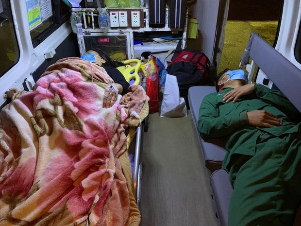 Cấp cứu khẩn cấp người dân lâm trọng bệnh bị cô lập trên đảo Cù Lao Chàm do ảnh hưởng bão số 10 - Ảnh 2.