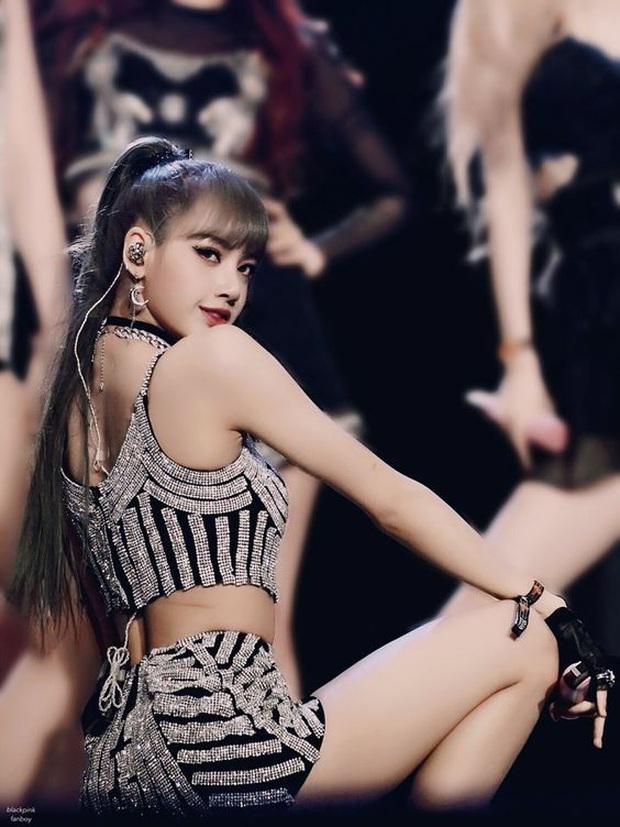 Vừa nhá hàng sương sương, Lisa đã trở thành mỹ nhân hot nhất Weibo với xương cánh bướm hoàn mỹ - Ảnh 3.