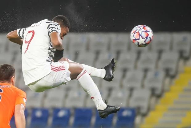MU thất bại muối mặt trước đối thủ kém xa về danh tiếng tại Champions League - Ảnh 5.