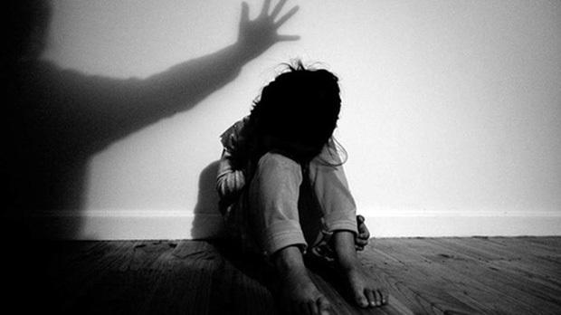 Con gái tự tử để lại 13 dòng chữ Xin lỗi nhưng nhà trường dửng dưng, bà mẹ quyết tâm điều tra phát hiện bí mật động trời - Ảnh 3.