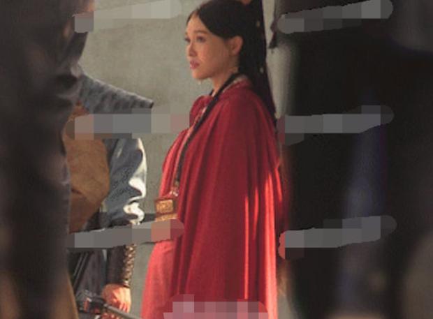 Không chỉ Đường Yên, có 5 sao nữ Cbiz từng quay phim khi có bầu: Dương Mịch nhập viện, Dĩnh Nhi mất con mãi mãi - Ảnh 4.