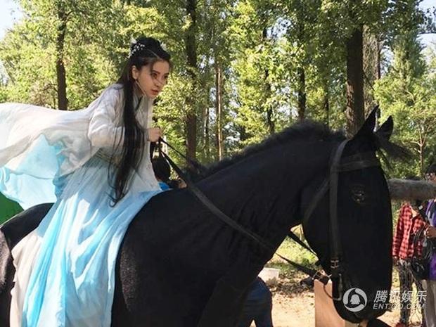 Không chỉ Đường Yên, có 5 sao nữ Cbiz từng quay phim khi có bầu: Dương Mịch nhập viện, Dĩnh Nhi mất con mãi mãi - Ảnh 8.