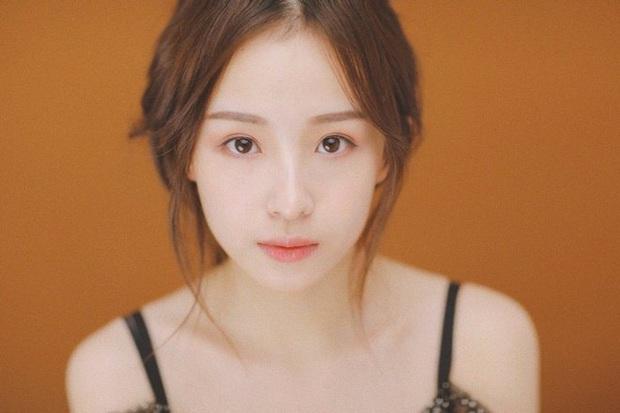 Sở hữu nhan sắc đỉnh cao không chút giả trân, nữ streamer Trung Quốc chiếm trọn cảm tình của khán giả chỉ sau 2 ngày lên sóng - Ảnh 1.