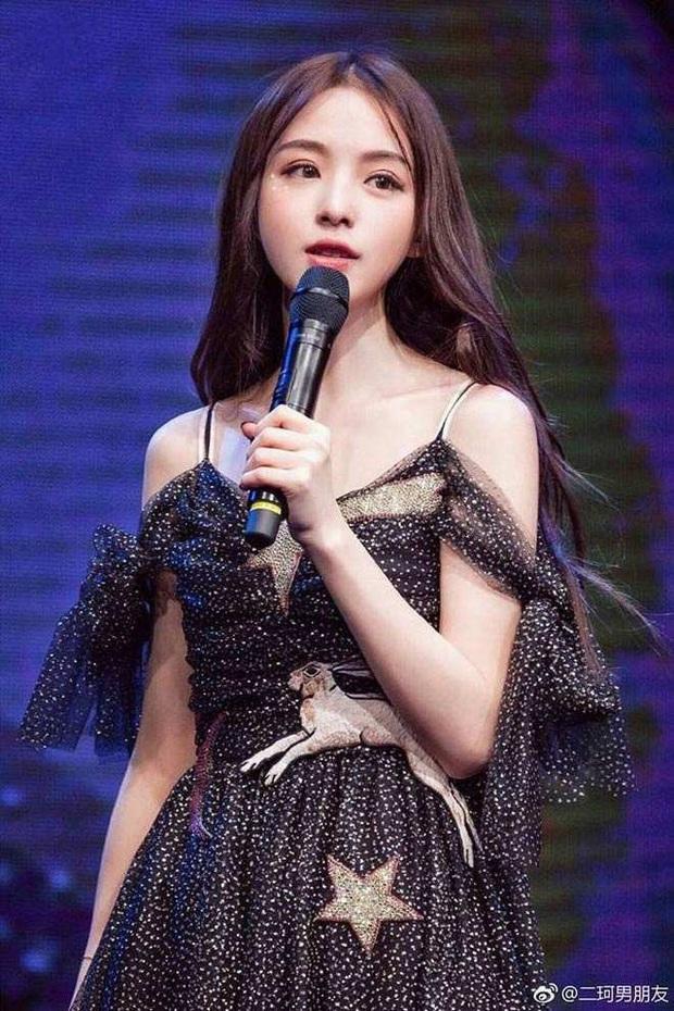 Sở hữu nhan sắc đỉnh cao không chút giả trân, nữ streamer Trung Quốc chiếm trọn cảm tình của khán giả chỉ sau 2 ngày lên sóng - Ảnh 9.