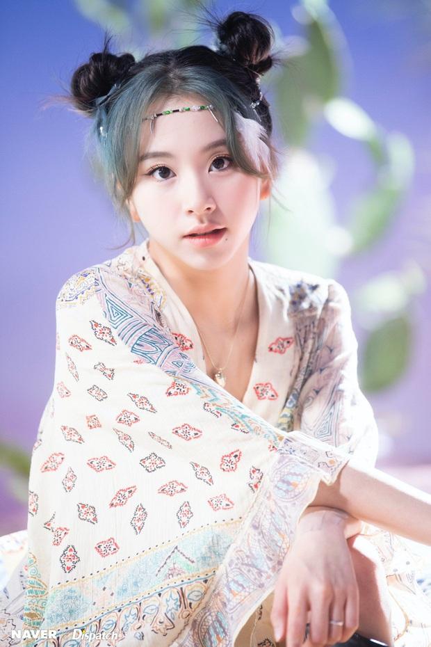 JYP chính thức lên tiếng về tin Chaeyoung (TWICE) hẹn hò, dân tình la ó: Các công ty copy & paste của nhau hay gì? - Ảnh 2.