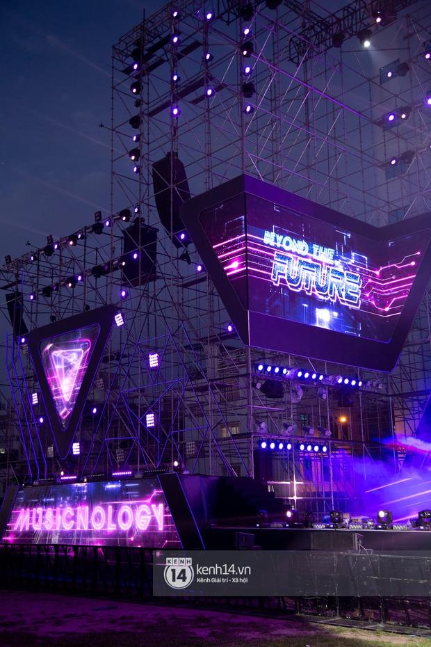 Sân khấu đại nhạc hội Beyond The Future được đầu tư siêu hoành tráng, Phương Ly sẽ khiến khán giả thót tim với màn đu dây - Ảnh 8.