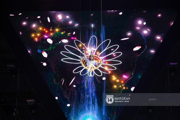 Sân khấu đại nhạc hội Beyond The Future được đầu tư siêu hoành tráng, Phương Ly sẽ khiến khán giả thót tim với màn đu dây - Ảnh 16.