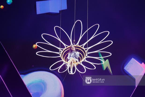 Sân khấu đại nhạc hội Beyond The Future được đầu tư siêu hoành tráng, Phương Ly sẽ khiến khán giả thót tim với màn đu dây - Ảnh 17.