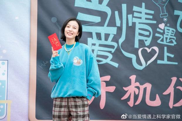 Fan ném đá Mãi Mãi Là Bao Xa bản phim vì cặp diễn viên nhìn như mẹ con, nhan đề đổi xì-tai siêu sến súa - Ảnh 3.