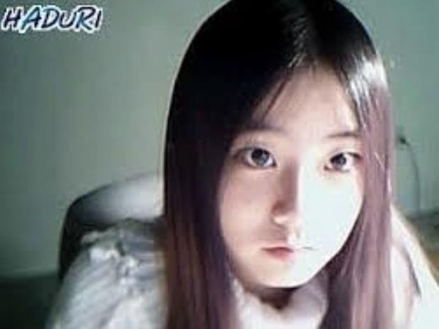 Dàn idol thời lộ nhan sắc thật qua webcam: Ảnh chất lượng thấp mà visual chất lượng cao, IU làm rõ luôn tin đồn dao kéo - Ảnh 17.