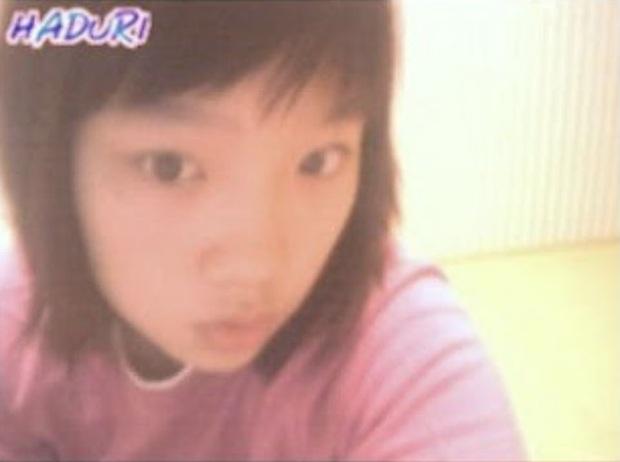 Dàn idol thời lộ nhan sắc thật qua webcam: Ảnh chất lượng thấp mà visual chất lượng cao, IU làm rõ luôn tin đồn dao kéo - Ảnh 2.