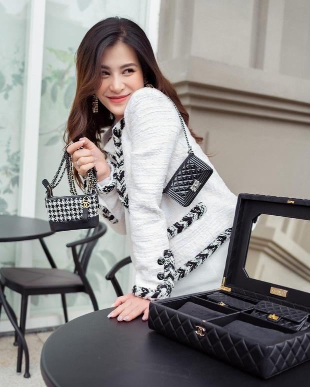 Đông Nhi chi 700 triệu sắm bộ túi Chanel tí hon, quyết không thua kém Ngọc Trinh, Cường Đô La - Ảnh 2.