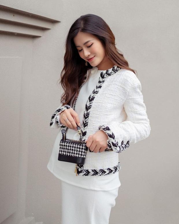 Đông Nhi chi 700 triệu sắm bộ túi Chanel tí hon, quyết không thua kém Ngọc Trinh, Cường Đô La - Ảnh 3.