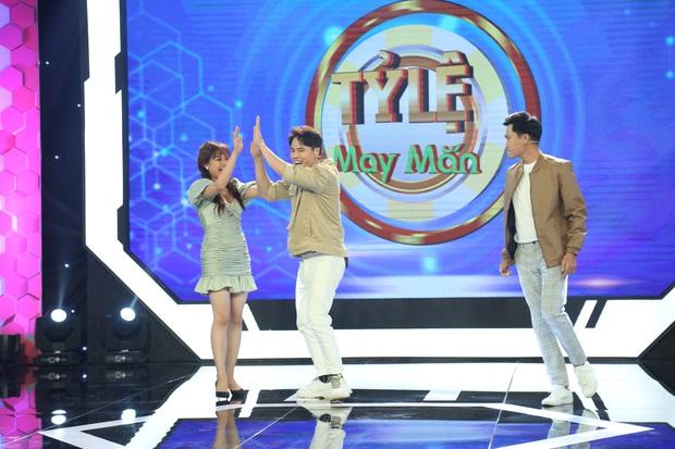 Xuân Nghị - Lê Lộc hết tình tứ lại giận dỗi nhau tại phim trường gameshow - Ảnh 4.