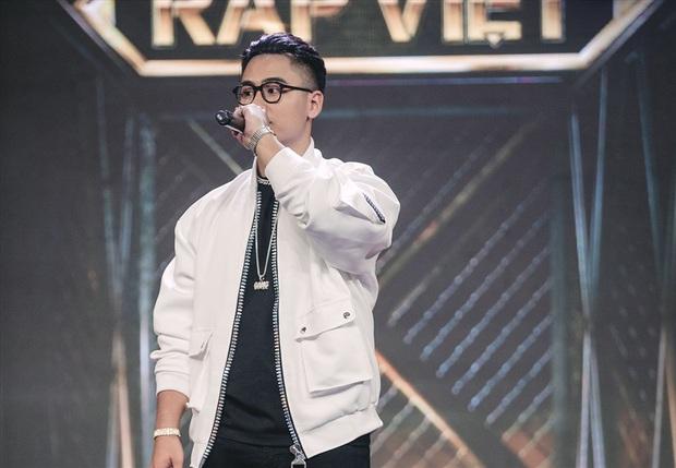 GDucky mang cả dàn hợp xướng nhí lên sân khấu, viết về hành trình thi Rap Việt đầy xúc động khiến Karik bật khóc - Ảnh 2.