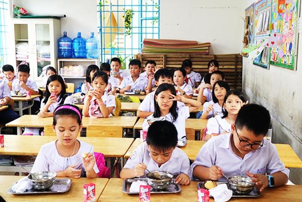 Nha Trang: Phát hiện nhiều sai phạm quản lý bán trú ở Trường TH Phước Long 1 - Ảnh 1.