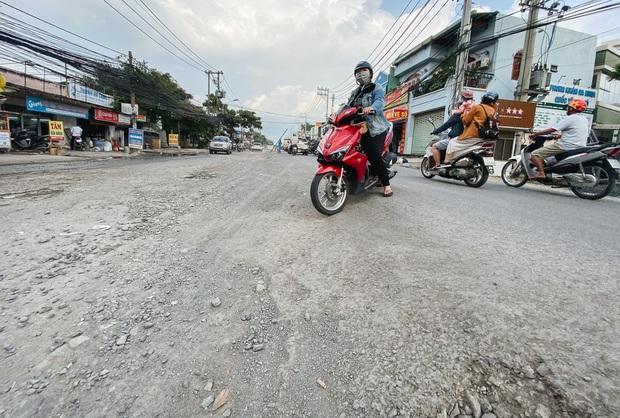 Gần 2,5km đường ở Sài Gòn giá hơn 800 tỷ nhưng làm 5 năm chưa xong: Người dân than trời vì ổ gà, bụi và nước ngập - Ảnh 6.