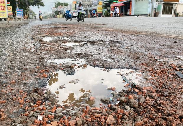 Gần 2,5km đường ở Sài Gòn giá hơn 800 tỷ nhưng làm 5 năm chưa xong: Người dân than trời vì ổ gà, bụi và nước ngập - Ảnh 10.