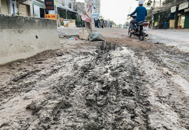 Gần 2,5km đường ở Sài Gòn giá hơn 800 tỷ nhưng làm 5 năm chưa xong: Người dân than trời vì ổ gà, bụi và nước ngập - Ảnh 13.