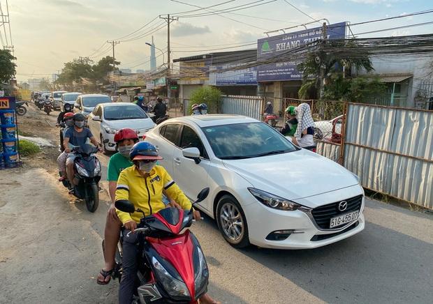 Gần 2,5km đường ở Sài Gòn giá hơn 800 tỷ nhưng làm 5 năm chưa xong: Người dân than trời vì ổ gà, bụi và nước ngập - Ảnh 16.