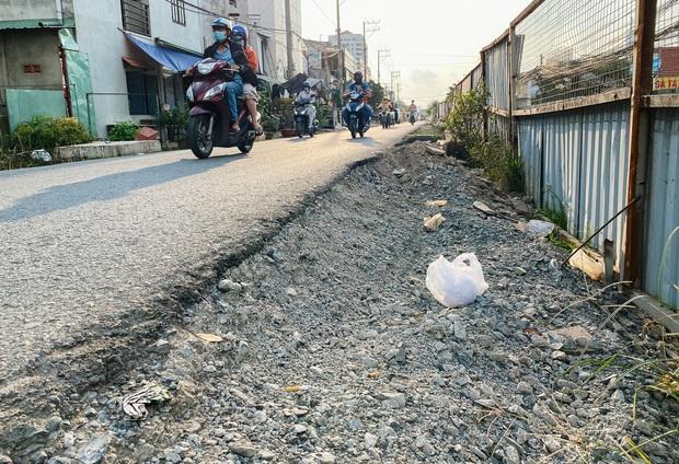 Gần 2,5km đường ở Sài Gòn giá hơn 800 tỷ nhưng làm 5 năm chưa xong: Người dân than trời vì ổ gà, bụi và nước ngập - Ảnh 15.