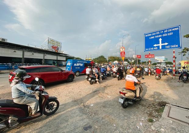 Gần 2,5km đường ở Sài Gòn giá hơn 800 tỷ nhưng làm 5 năm chưa xong: Người dân than trời vì ổ gà, bụi và nước ngập - Ảnh 2.