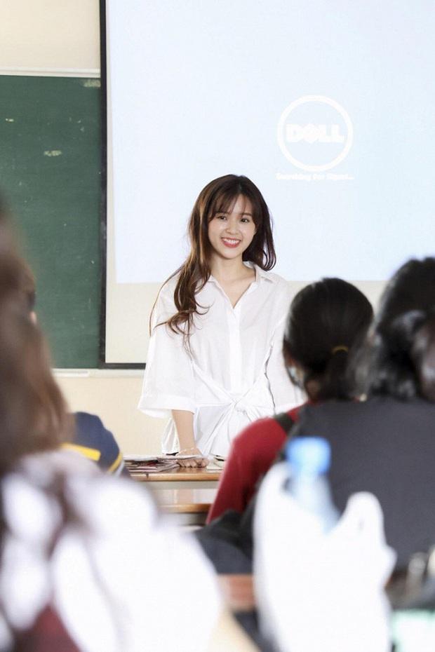 Midu khoe cận cảnh nhan sắc trước khi lên giảng đường: Cô giáo xinh xắn thế này thì học trò nào dám cúp học! - Ảnh 3.