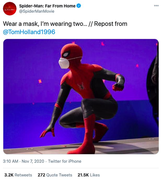 Spider-Man 3 tung ảnh hậu trường cùng phụ kiện trendy làm netizen hết hồn: Đã có mặt nạ rồi còn khẩu trang làm gì? - Ảnh 1.