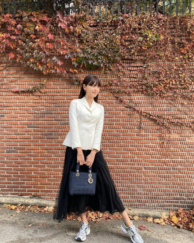 Street style của sao Hàn bước vào tháng 11: đơn giản, dễ học theo mà diện cho mùa lạnh chỉ có đẹp thôi! - Ảnh 10.