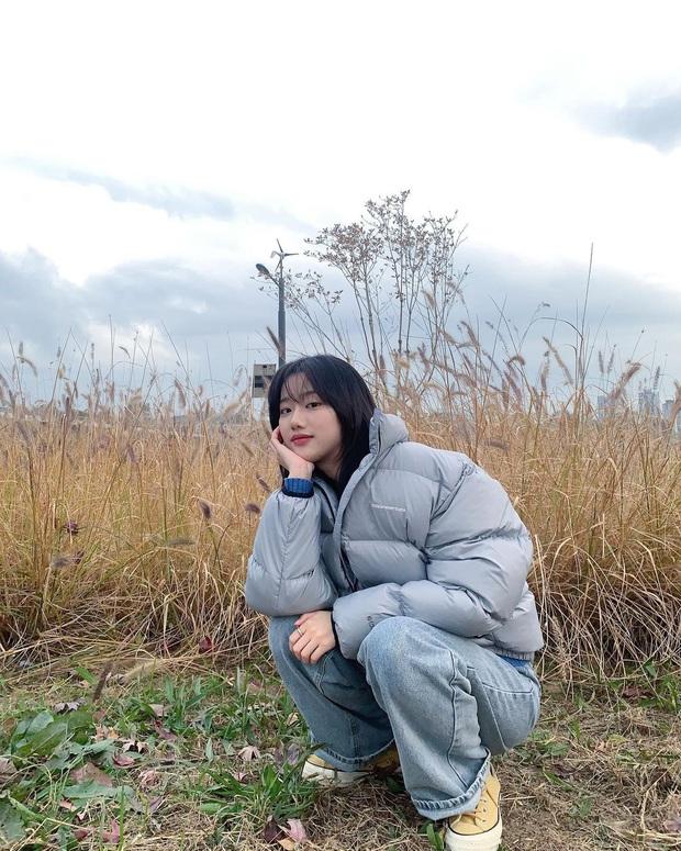 Street style của sao Hàn bước vào tháng 11: đơn giản, dễ học theo mà diện cho mùa lạnh chỉ có đẹp thôi! - Ảnh 4.
