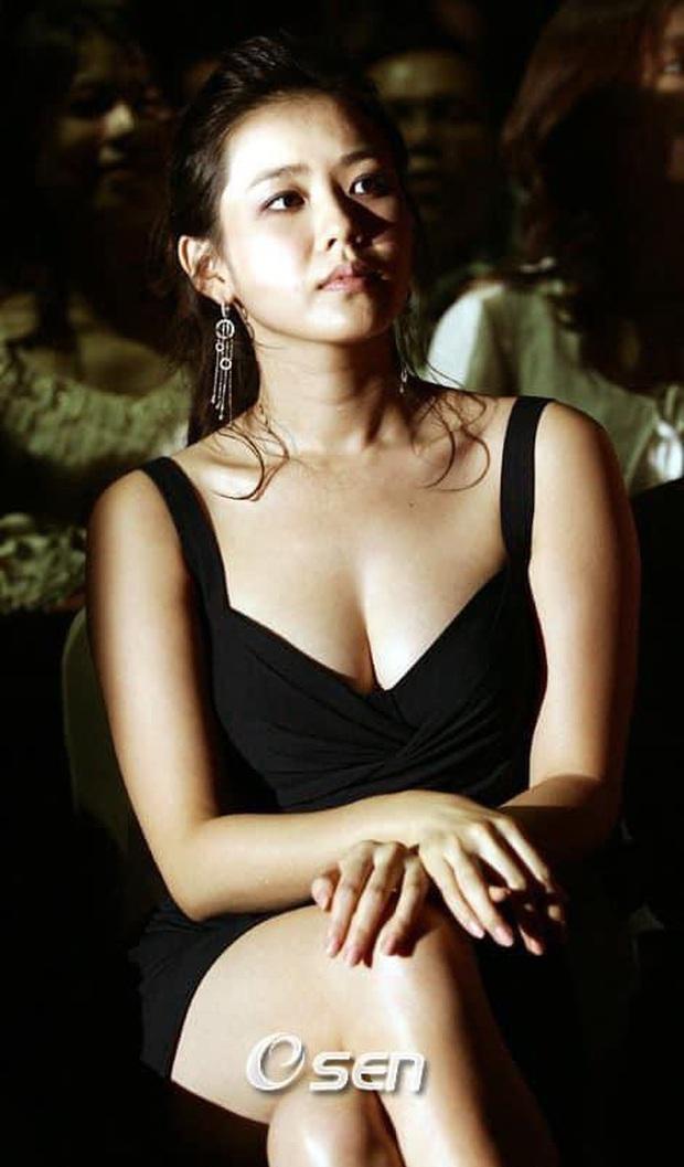 Son Ye Jin sở hữu vòng 1 ngộp thở nhưng sao cứ... trồi sụt: Ngày xưa táo bạo, giờ lúc nóng bỏng lúc khiêm tốn khó hiểu - Ảnh 3.