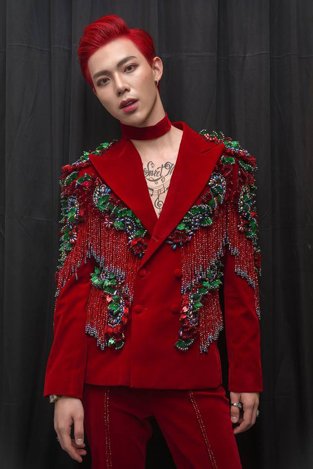 Netizen tranh cãi về outfit của Erik tại Rap Việt: Xiềng xích lằng nhằng, tổng thể sao trông rối mắt thế này? - Ảnh 3.