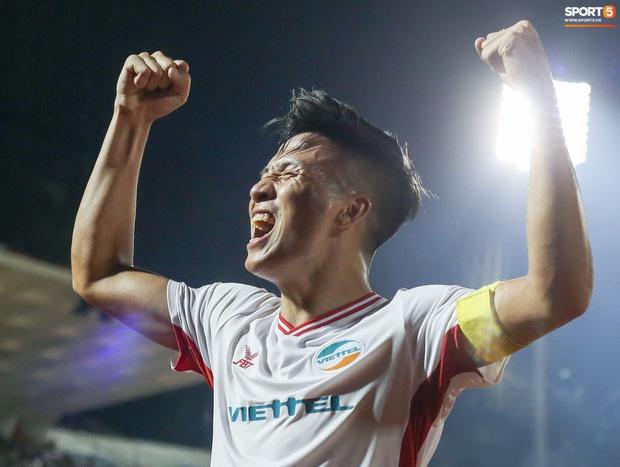 Bùi Tiến Dũng bất ngờ mang nhẫn kim cương cầu hôn Khánh Linh ngay sau khi vô địch V.League - Ảnh 6.