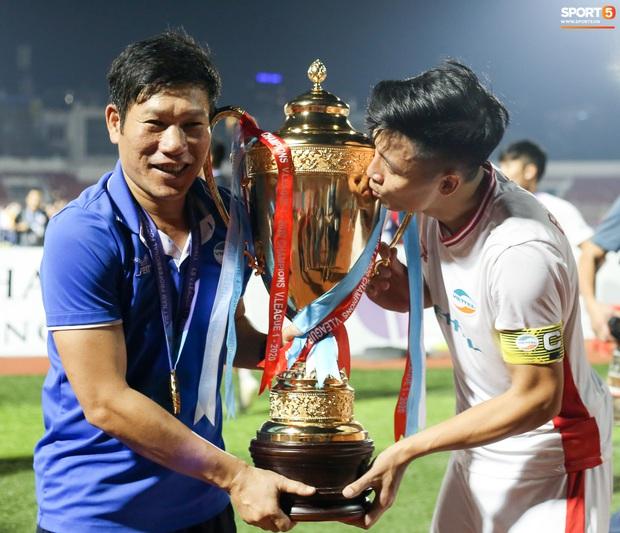 Bùi Tiến Dũng bất ngờ mang nhẫn kim cương cầu hôn Khánh Linh ngay sau khi vô địch V.League - Ảnh 9.
